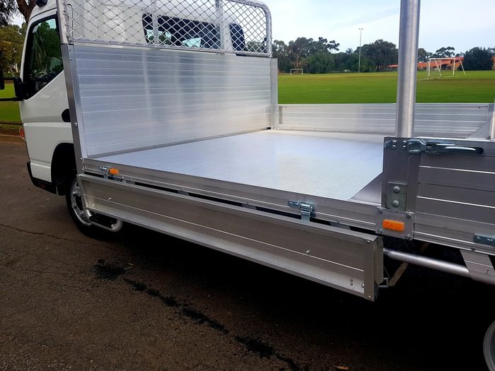2019 FUSO CANTER 515 AMT WIDECAB BUILT READY ALLOY TRAY *CAR LICENCE* null null White