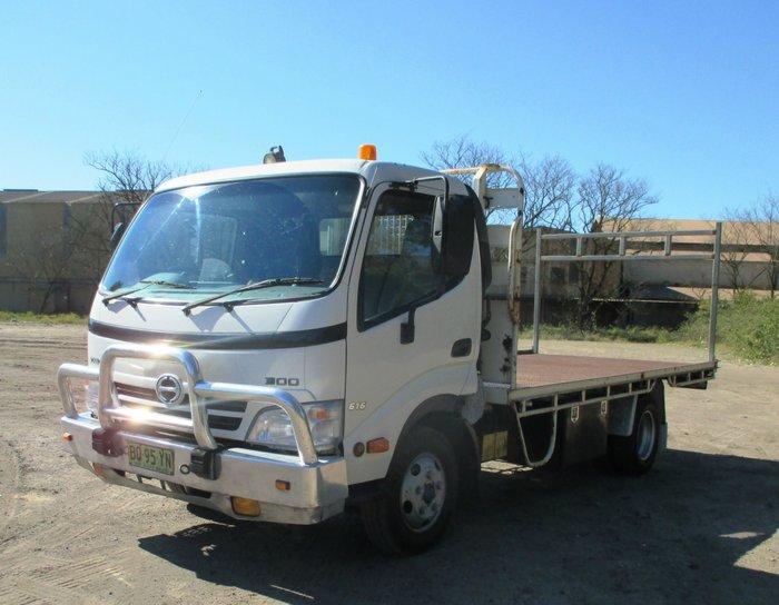2009 Hino 616 - 300 Series