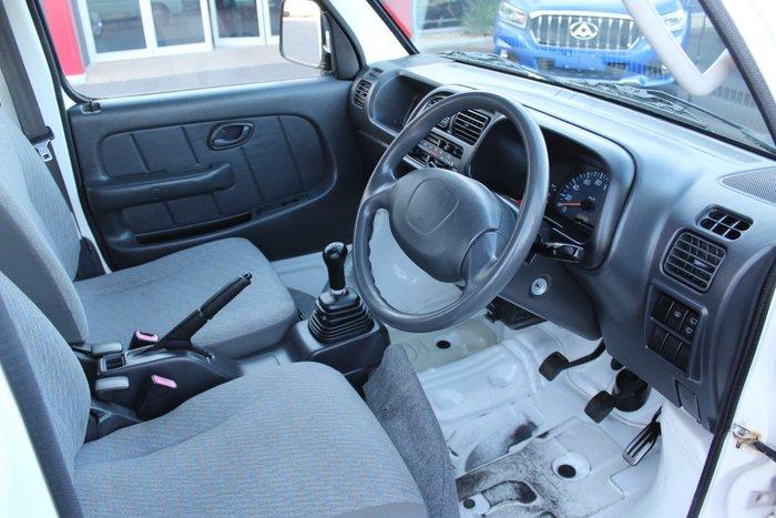 2005 Suzuki Carry White
