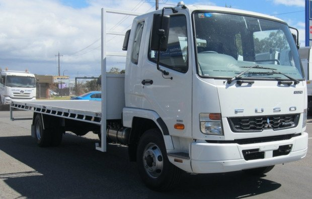 2009 Mitsubishi Fighter 1024 fk600 fighter white