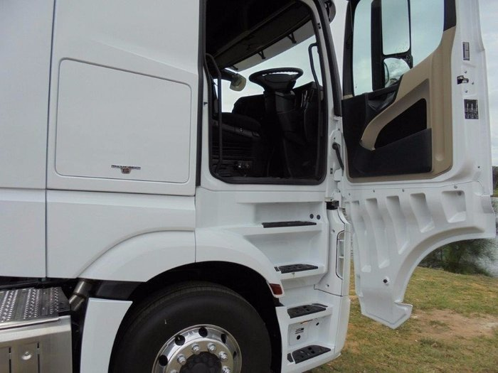 2018 Mercedes-Benz 2663 L-Cab StreamSpace White