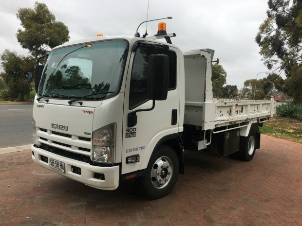 2013 Isuzu NPR300 npr euro v 300 medium WHITE