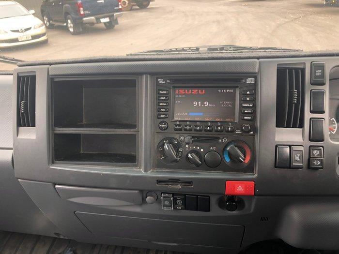 2008 Isuzu NQR450 8 PALLET TAUTLINER
