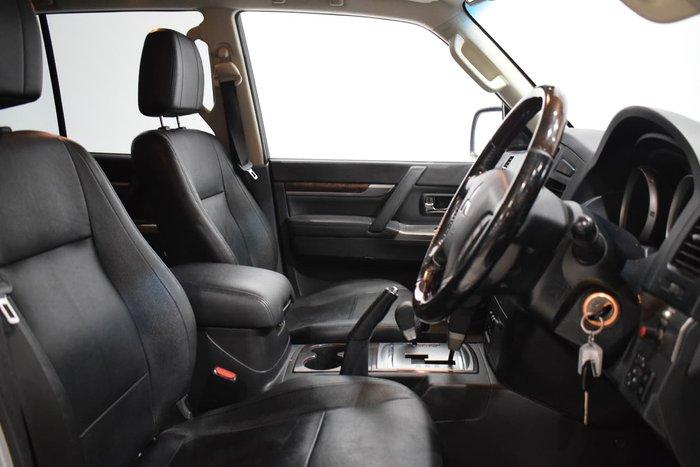 2013 Mitsubishi Pajero Exceed NW MY14 4X4 Silver