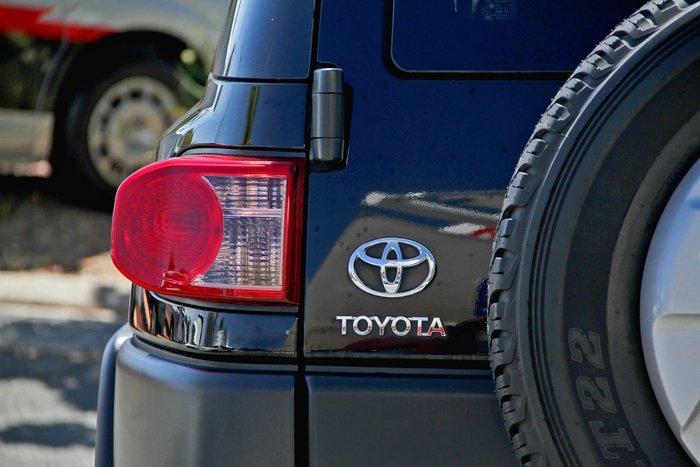 2012 Toyota FJ Cruiser GSJ15R 4X4 Dual Range null