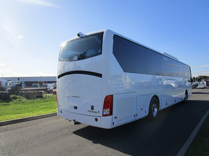 2013 Yutong 51 Seater RECLINER SEATS WHITE