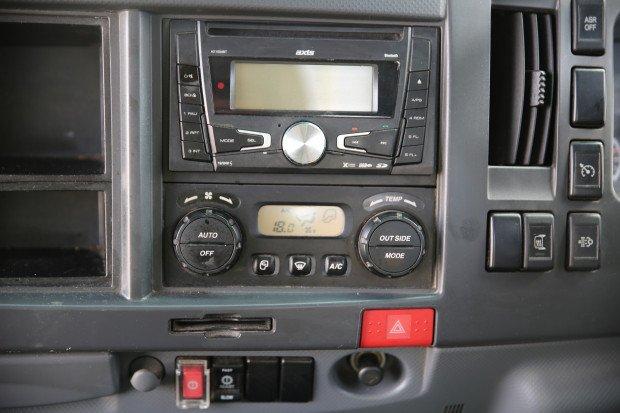 2012 Isuzu NPR200 6 PALLET AMT WHITE