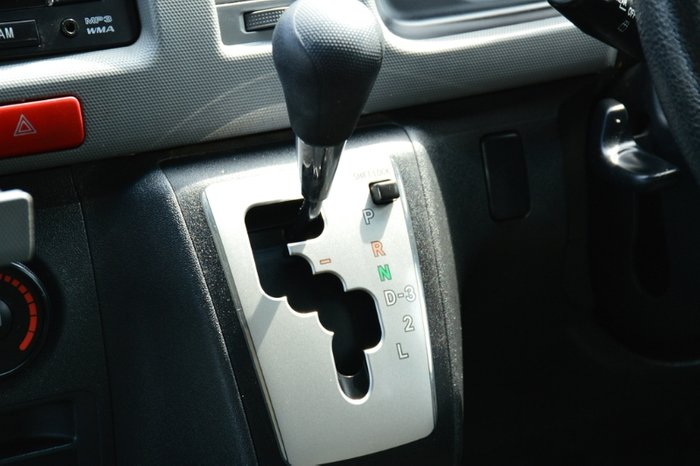 2011 Toyota Hiace Commuter TRH223R MY11 WHITE