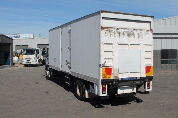 2005 Isuzu FVD950 Long Pantech / Tailgate Lifter WHITE