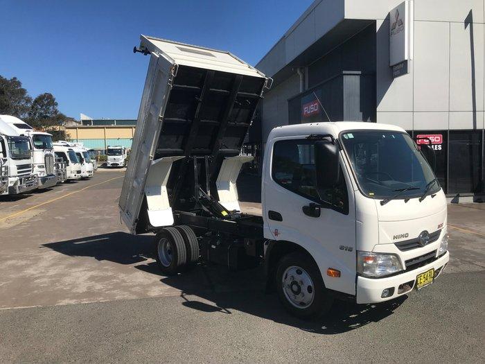2015 Hino 616 - 300 Series 616 NARROW CAB TIPPER WHITE