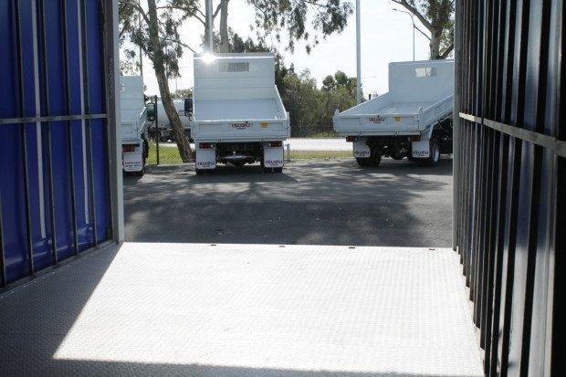 2006 Isuzu FRR525 10 Pallet Freightpack White
