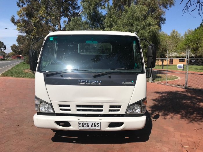 2007 Isuzu NPR200 Medium White