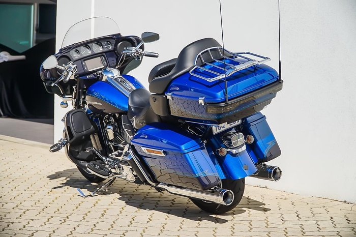2014 HARLEY-DAVIDSON CVO LIMITED 110 (FLHTKSE) null null Blue