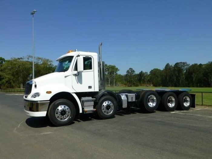2019 FREIGHTLINER COLUMBIA CL112 CL112 10 X 4 null null White