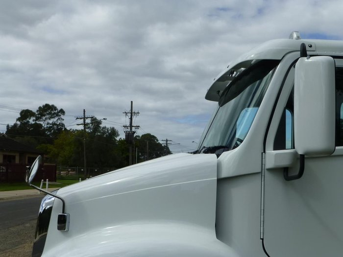 2019 FREIGHTLINER COLUMBIA CL112 CL112 8X4 null null White