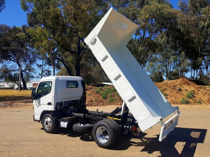 2018 FUSO CANTER 615 CITY CAB 3 SEAT 3T TIPPER