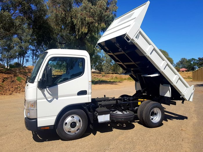 2018 FUSO CANTER 615 CITY 3 SEAT 3.4T TIPPER **DEMO PRICES SLASHED** null null White