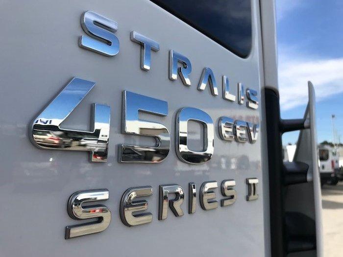 2019 IVECO 450HP STRALIS DAY CAB 8X4 HOOK null null White