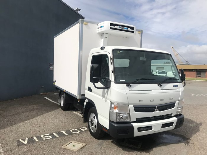 2019 FUSO CANTER 515 WIDE CAB REFRIGERATED null null White