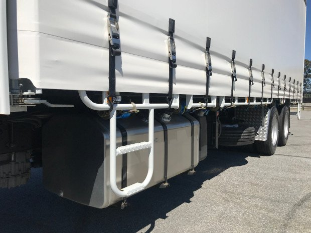2018 Fuso Fighter 2427 FN63FU2RFAM White Curtains