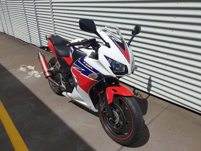 2014 HONDA CBR300R null null White