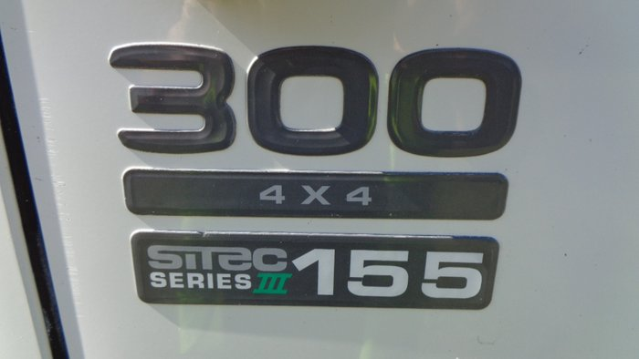 2012 Isuzu NPS300 NPS 300 White