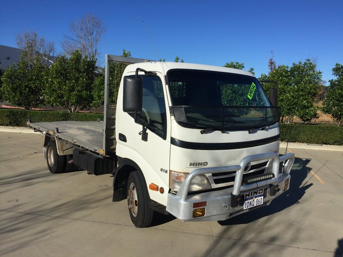 2010 Hino 616 - 300 Series WHITE