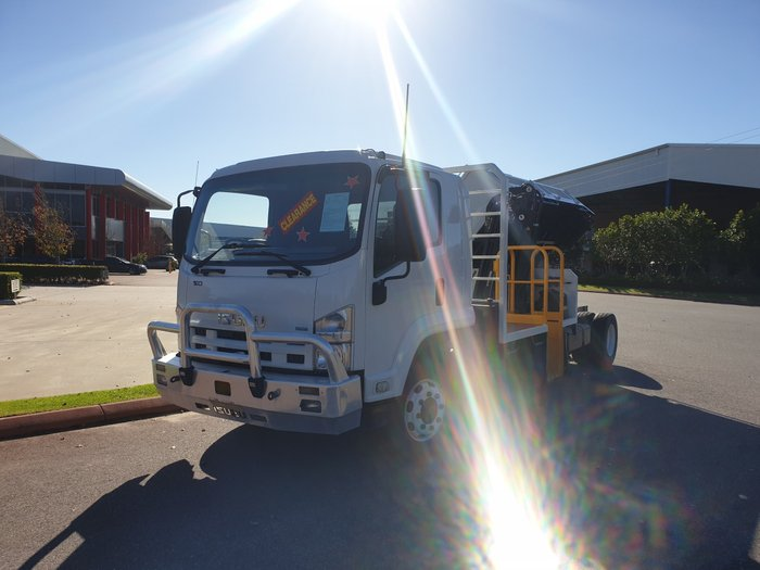 2011 Isuzu FTR850 2011 ISUZU FRR 850 LONG WHITE