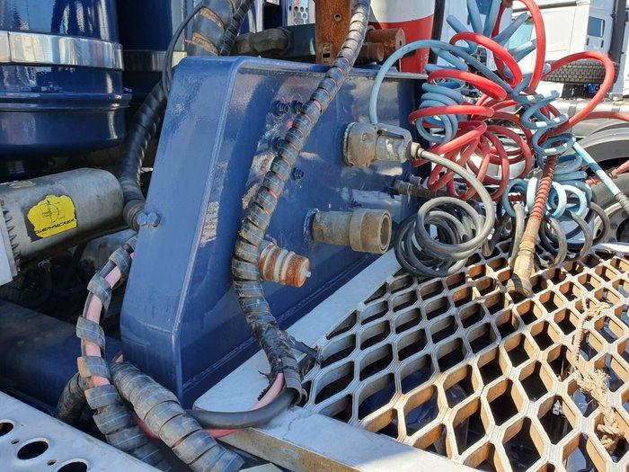 2005 Kenworth K104 Kenworth K104 WHITE