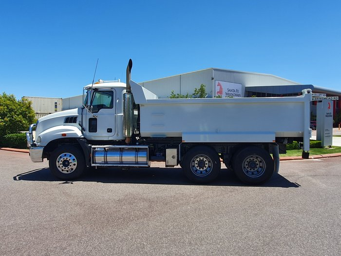 2009 Mack GRANITE MT MACK WHITE