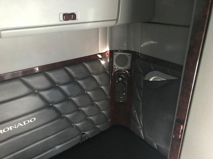 2013 Freightliner Coronado 114 - 58quot XT ROOF SLEEPER CAB WHITE
