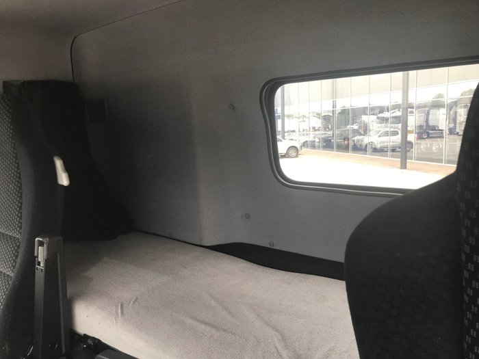 2012 Mercedes Benz 2648 LOW ROOF SLEEPER WHITE