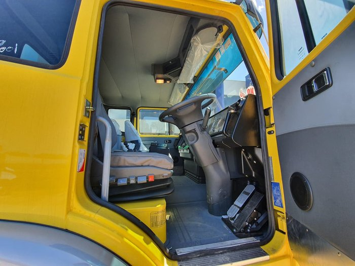 2018 IVECO ACCO 8X4 AGITATOR null null Yellow