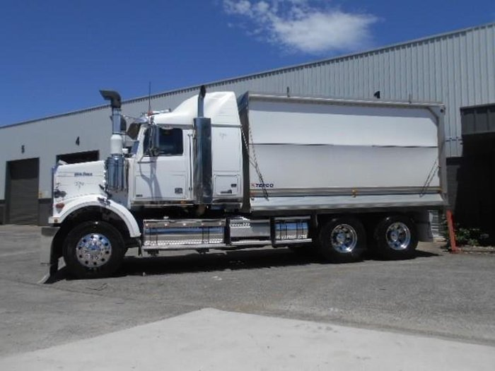 2011 WESTERN STAR 4864F ALLOY BODY null null WHITE