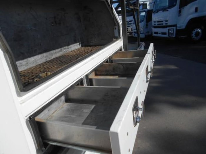 2013 FUSO 515 CREW CAB CANTER null null WHITE