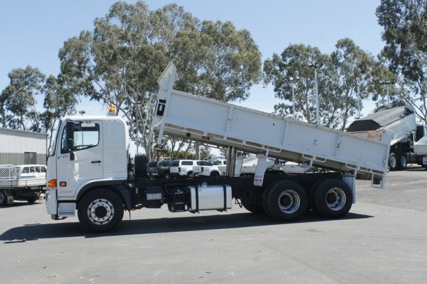 2017 Hino FM 2628-500 Series 6.1METRE BODY LOW KM'S WHITE