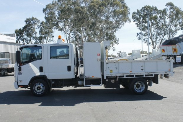 2012 Isuzu NPR300 EX-COUNCIL / LOW KM'S / 7SEATS WHITE