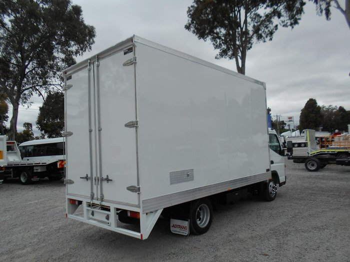 2017 FUSO CANTER 515 WIDE null null WHITE