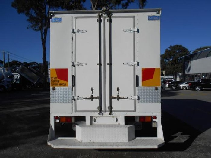 2006 FUSO FK 6.0 FIGHTER null null WHITE