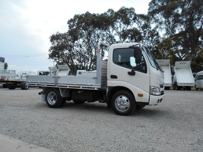 2016 HINO 616 - 300 SERIES ##DROPSIDE ALLOY TRAY AUTO## null null WHITE