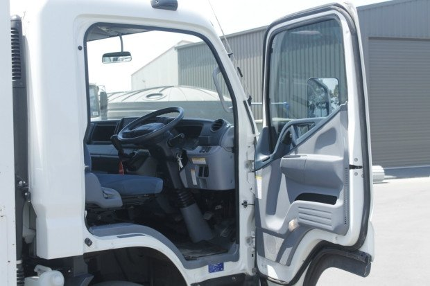 2016 Fuso Canter 918 Wide VERY LOW KILOMETRES WHITE