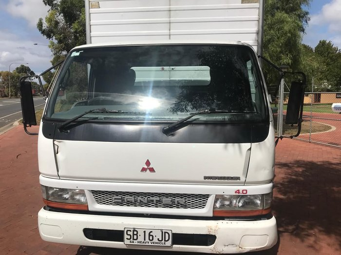 2003 MITSUBISHI CANTER FE 500/600 null null White