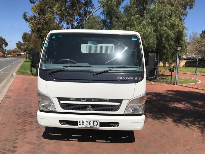 2010 MITSUBISHI CANTER 3.5T 7/800 null null White