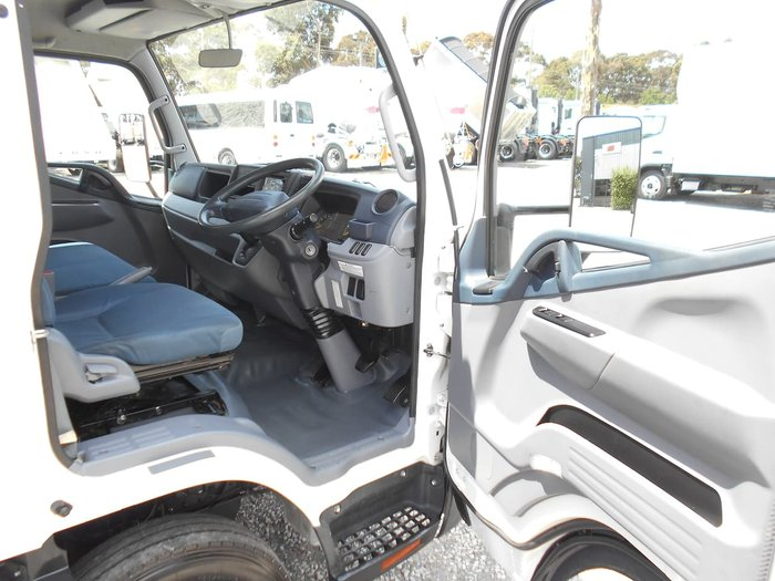 2015 FUSO CANTER 515 WIDE CAB PANTECH null null WHITE