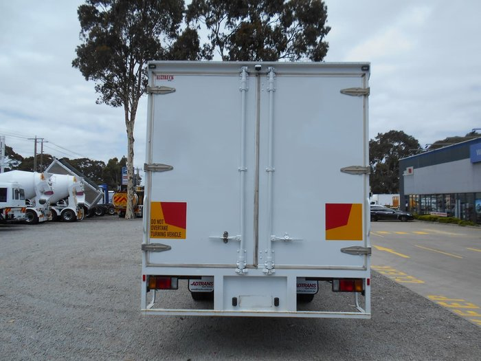 2005 ISUZU FRR 550 MEDIUM null null White