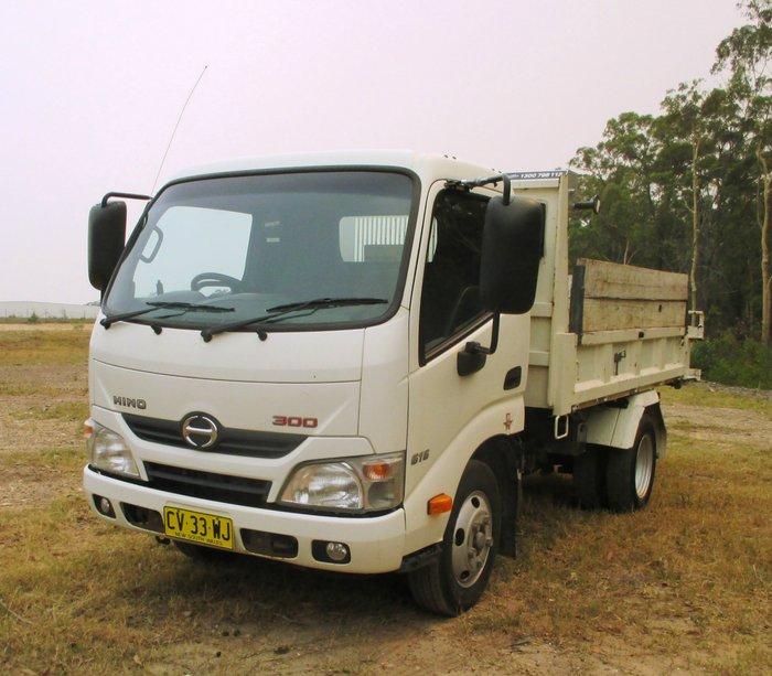 2015 Hino 616 - 300 Series White
