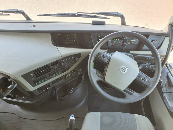 2015 Volvo FH540 GLOBETROTTER WHITE