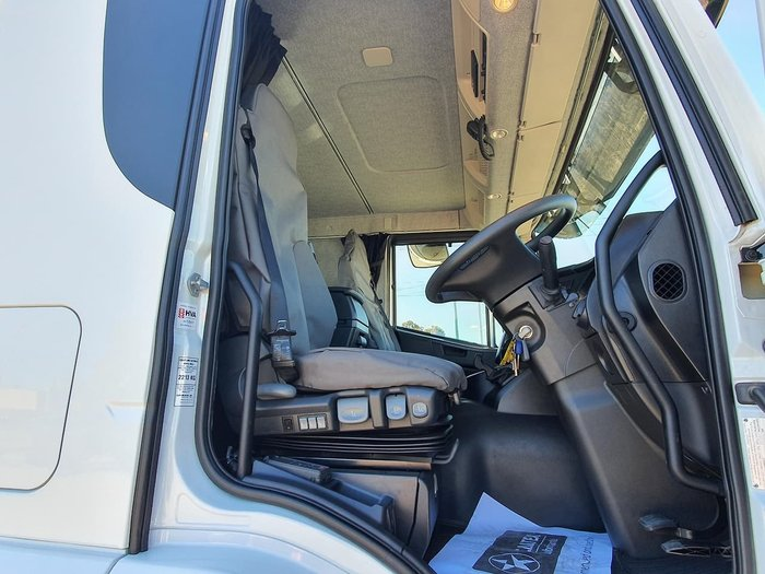 2020 IVECO STRALIS ATI 360 6X2 CAB CHASSIS null null white