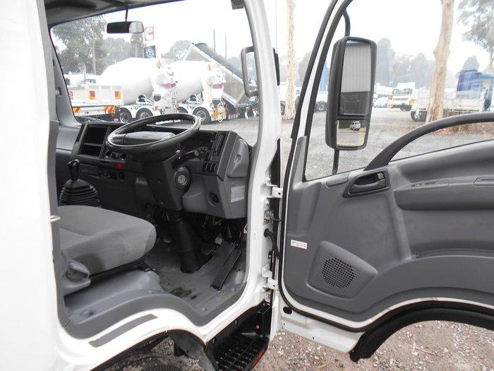 2008 ISUZU NLR 200 null null White