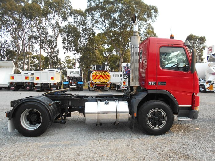2002 VOLVO FM 7 4X2 null null Red